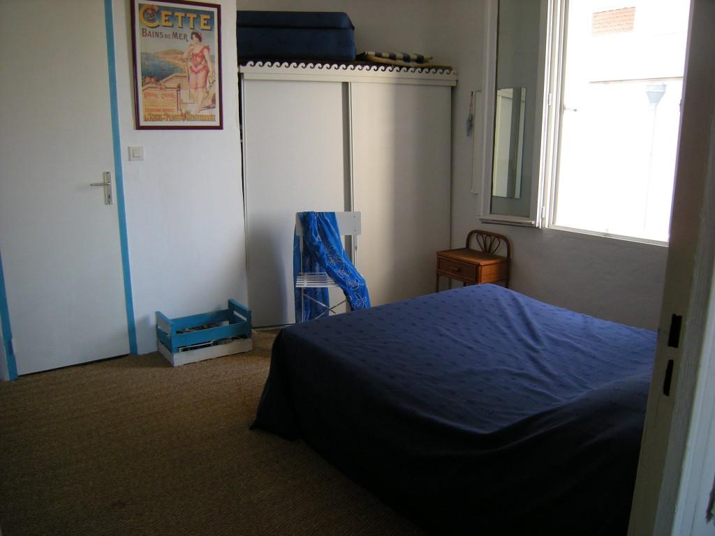 location vacances s te t2 2 3 personnes au quartier haut. Black Bedroom Furniture Sets. Home Design Ideas