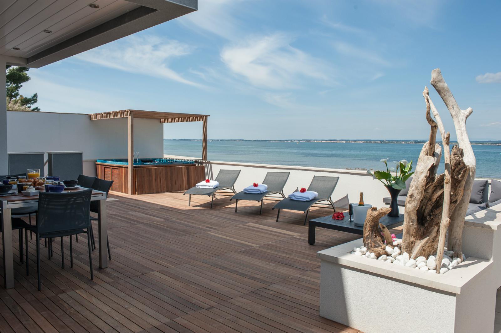 location vacances s te villa contemporaine 8 pers jacuzzi. Black Bedroom Furniture Sets. Home Design Ideas