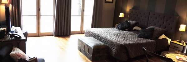 Pezenas-hotel-chambre-coin-repas