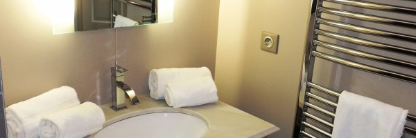 Pezenas-hotel-salle-de-bain-chambre-double-bis