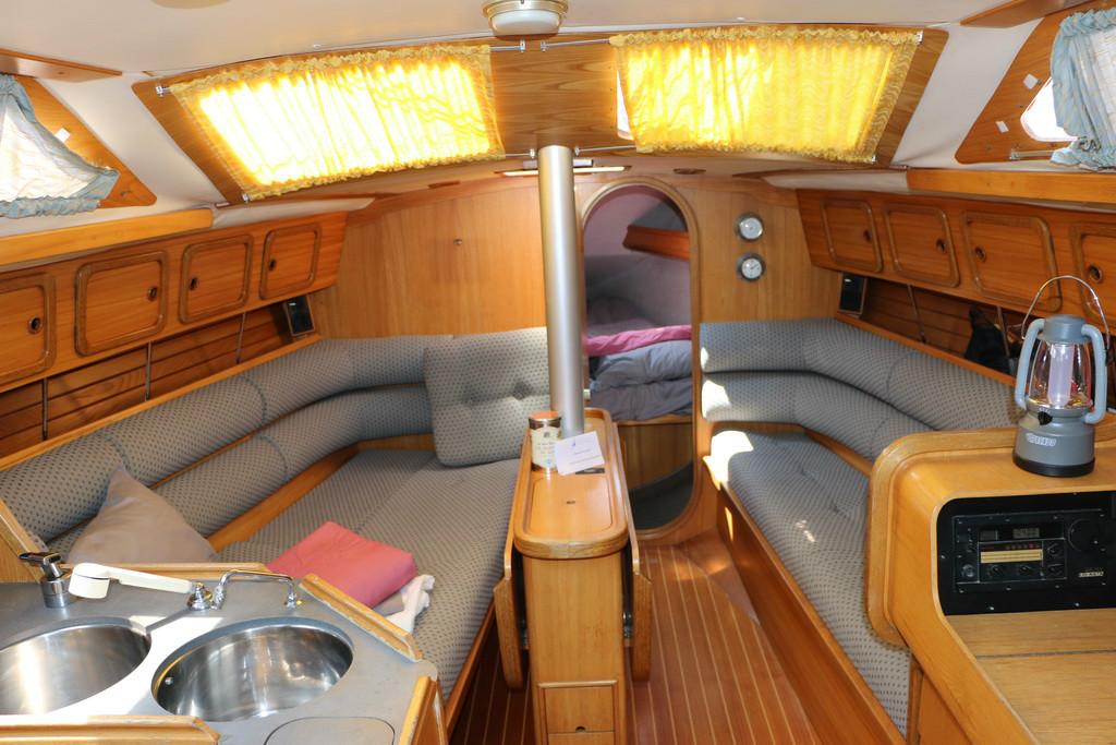 voilier orion 5 pers location vacances s te et pays de thau bateaux tourisme sea s te. Black Bedroom Furniture Sets. Home Design Ideas