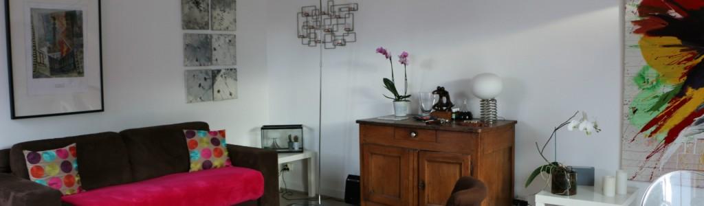 maison face etang salon