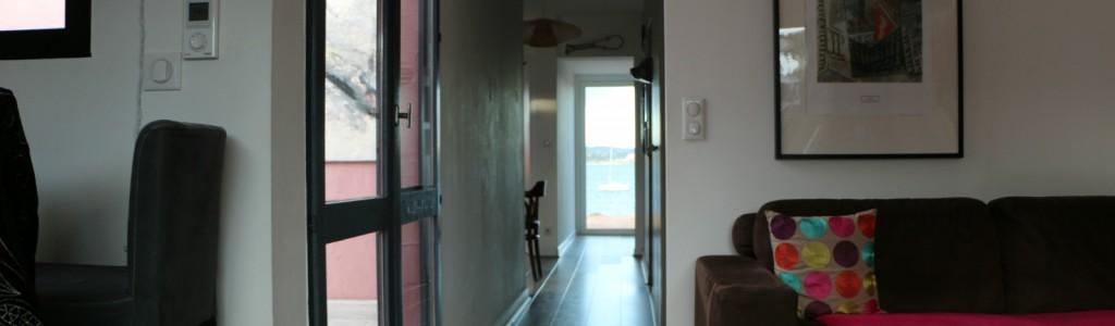 maison face etang couloir